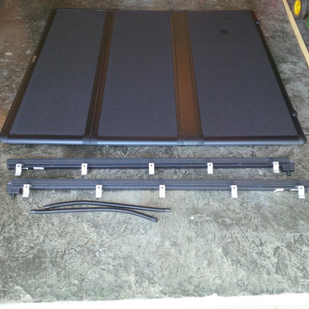 2017-09-21 Tundra Tri-Fold Bed Cover (2).jpg
