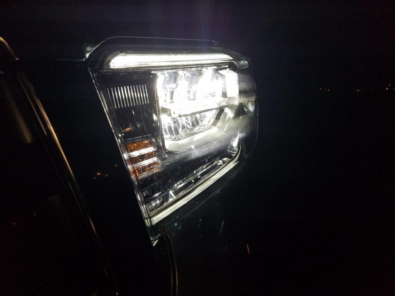 2014 toyota 4runner headlight bulb size