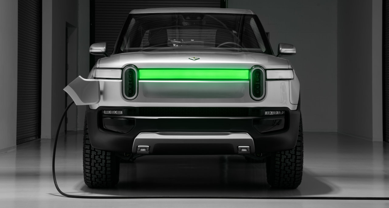 2018_11_E.-Rivian_R1T_Front_Charge_Indicator-e1543250059477.jpg