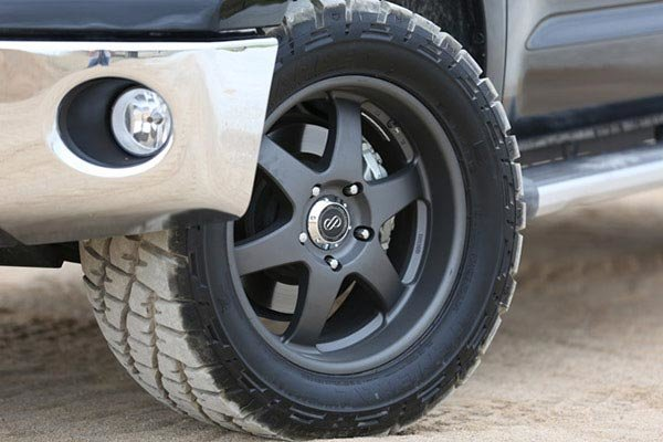 enkei_st6_truck_and_suv_wheels_toyota_tundra_lifestyle_detail.jpg