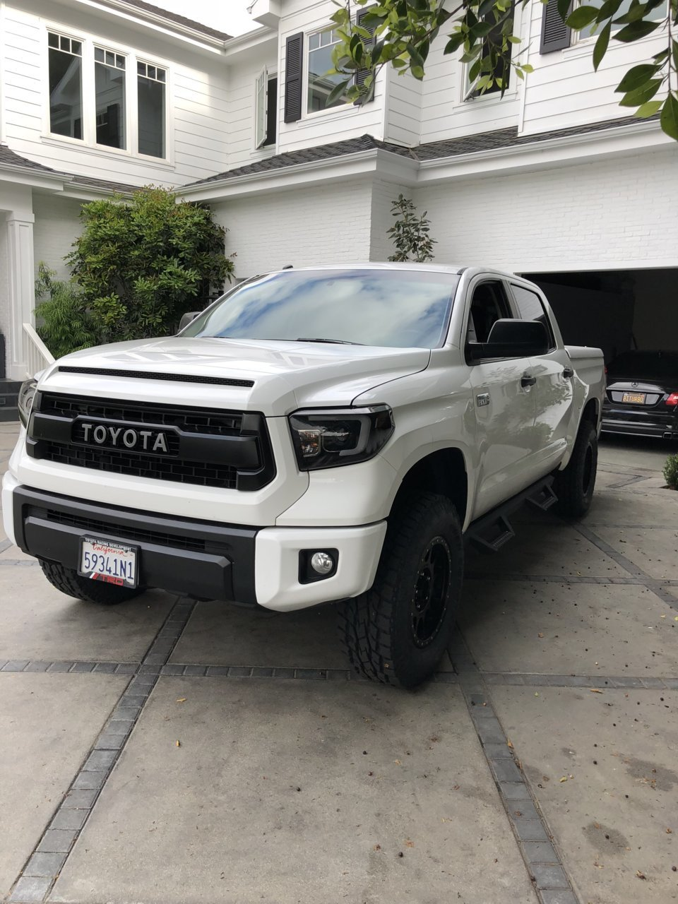 Adding 33's with only a leveling kit | Toyota Tundra Forum