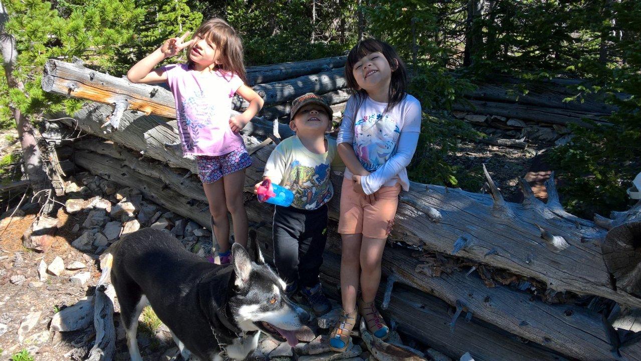 gkids in cabin#1.jpg