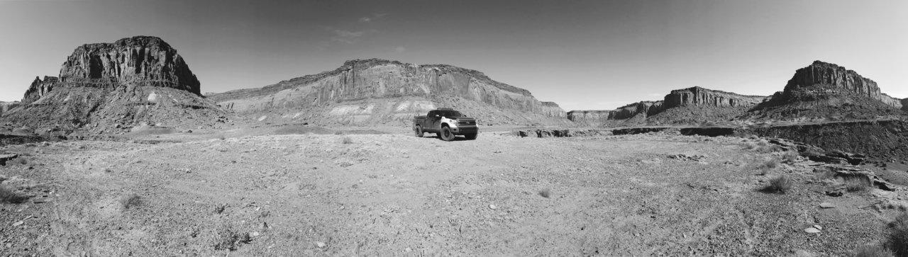 Glen Canyon Pano BnW.jpg