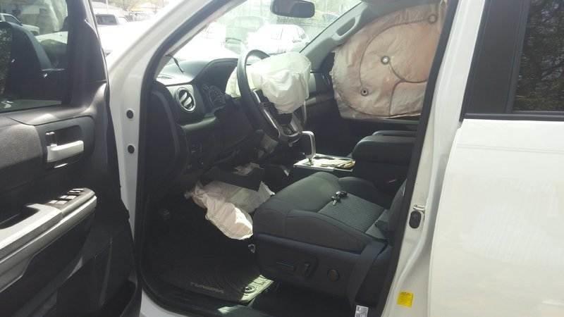 knee airbag.jpg