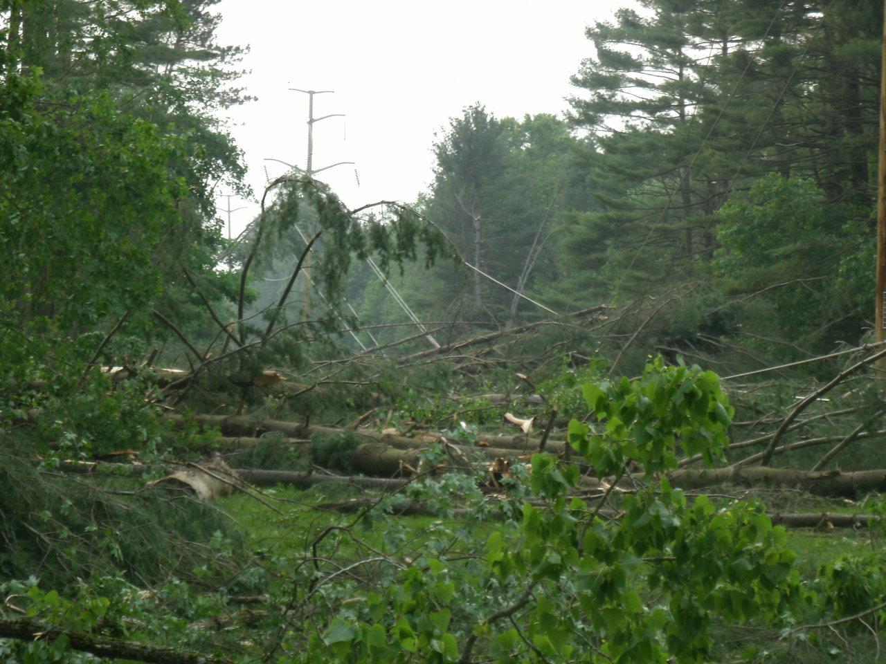 tornado damage5.jpg