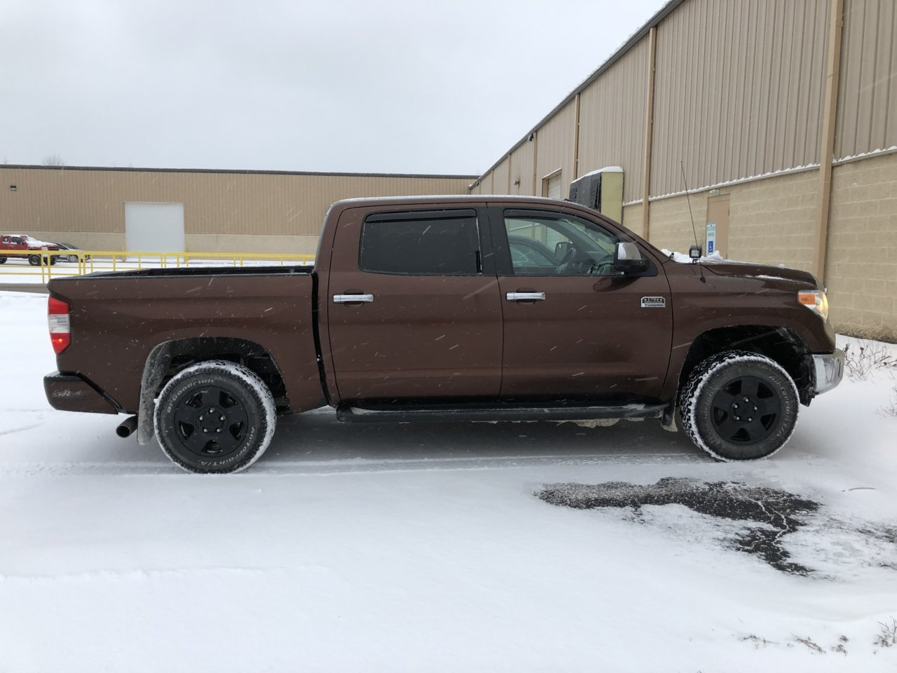 Tundra with 5100s on highest no rear lift.jpg