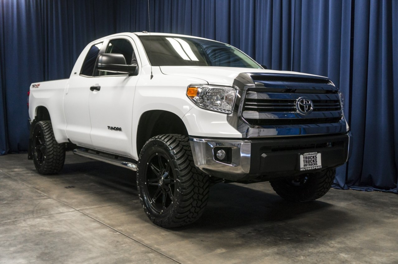 used-lifted-2017-toyota-tundra-sr5-4x4-truck-for-sale-37341-1.jpg